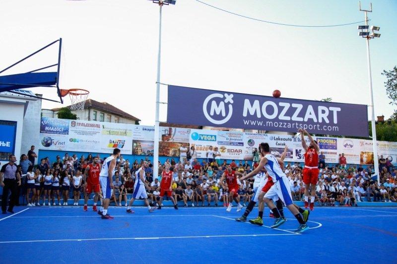 """Kompanija Mozzart je u svojoj akciji """"Sto terena za jednu igru"""" koristila multifunkcionalne podloge Plastik Gogić"""