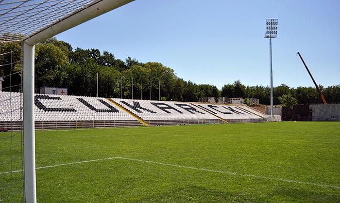 Stolice Standard i Folding na stadionu FK Čukarički