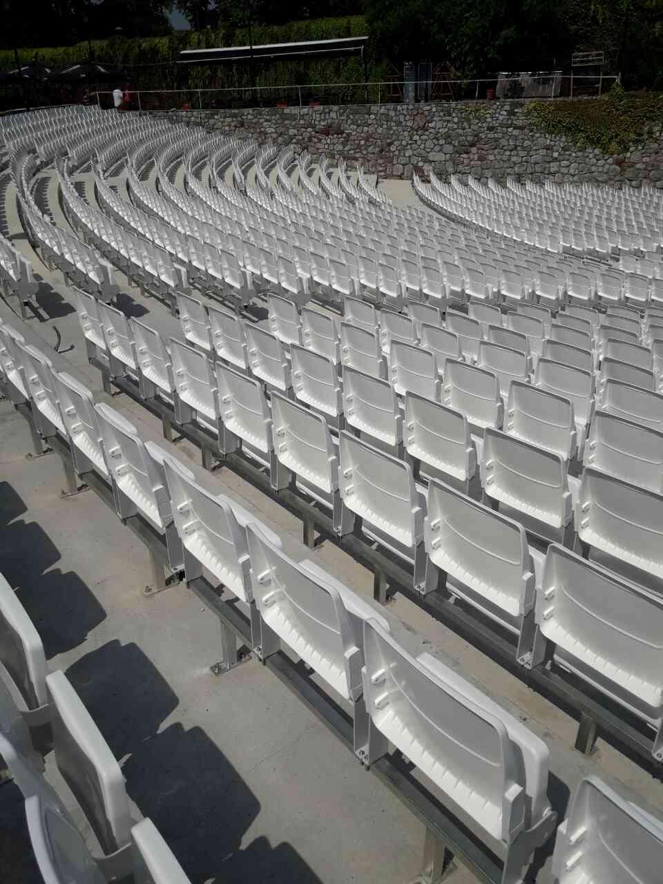 Stolice folding na letnjoj pozornici u Nišu (3)
